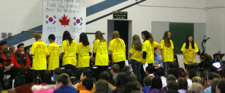 Banting Middle School students give gifts to Korean War Veterans.