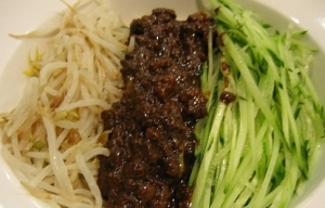 Traditional style Chinese jjajangmyeon.