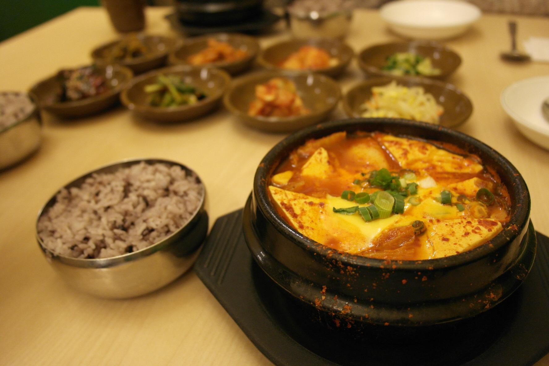 tasty road to korea 3 korean food to survive canadian. Black Bedroom Furniture Sets. Home Design Ideas