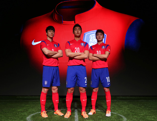 c1f1ab028f2 New-Korea-National-Team-Kit-2 The official Korea World Cup 2014 jersey. Nike  and the Korea Football Association debuted ...