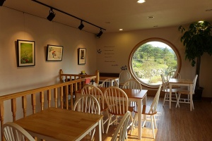 dreaming-camera-cafe-is-shaped-like-a-vintage-rolleiflex-designboom-08