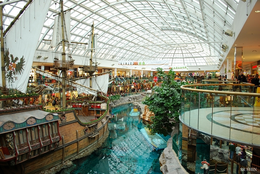 The world s largest mall in busan korea korea canada blog for Best boutiques in the world