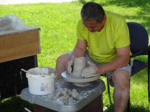 Kiosque de poterie traditionnelle. Les enfants se sont bien amusés!
