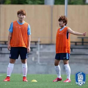 Park Eun-Sun and Ji So-Yun. Photo by KFA
