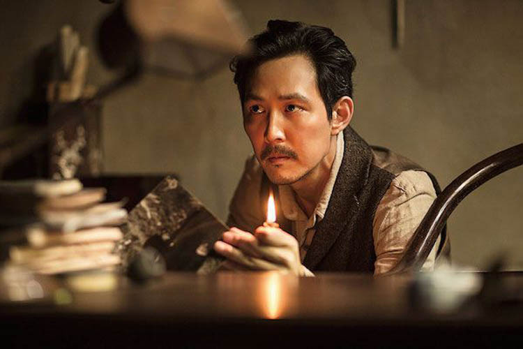 Lee Jung-jae in 1930s garb in the Korean thriller Assassination.