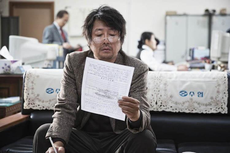 Kim Yun-seok plays a sea captain who is deep in debt in the Korean film Haemoo (Sea Fog).