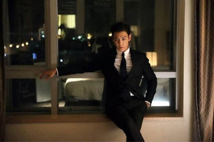 Choi Seung-hyun (???), aka T.O.P. (?) of boy band Big Bang, in the Korean gamblers and gangsters film, Tazza: The Hidden Card