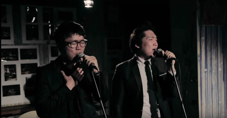 Cho Dong-ho (aka Mobetteradio), left, and Lee Dong-wook, are the two singers of the Korean R&B band Fellas.