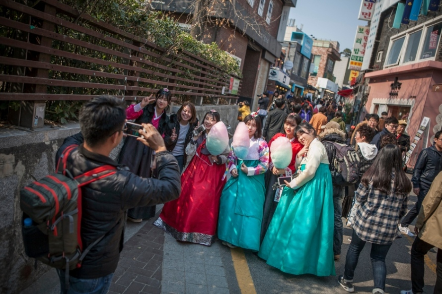 south-korea-hanbok-dress-resurgence-march-2016-samcheongdong
