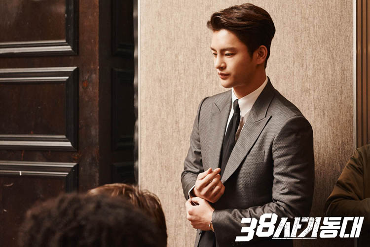 Seo In-Guk in disguise as an executive type in the K-drama Squad 38.