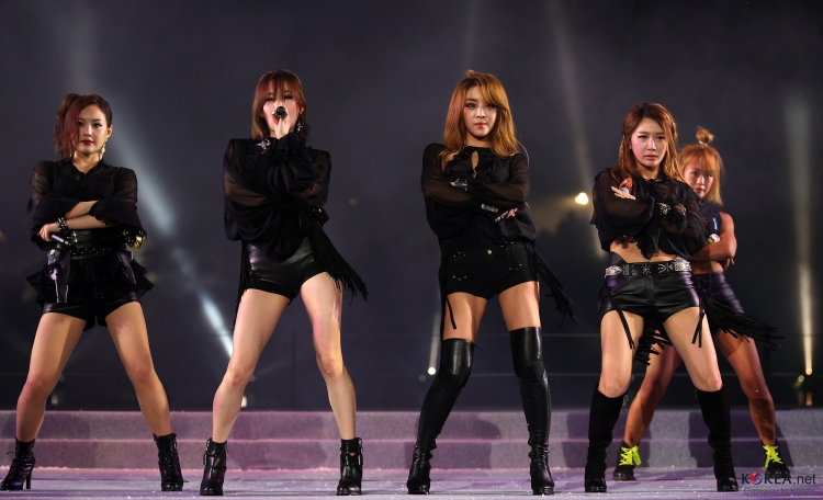 k-pop_group_brown_eyed_girls_performs_to_celebrate_the_2013_world_rowing_championship
