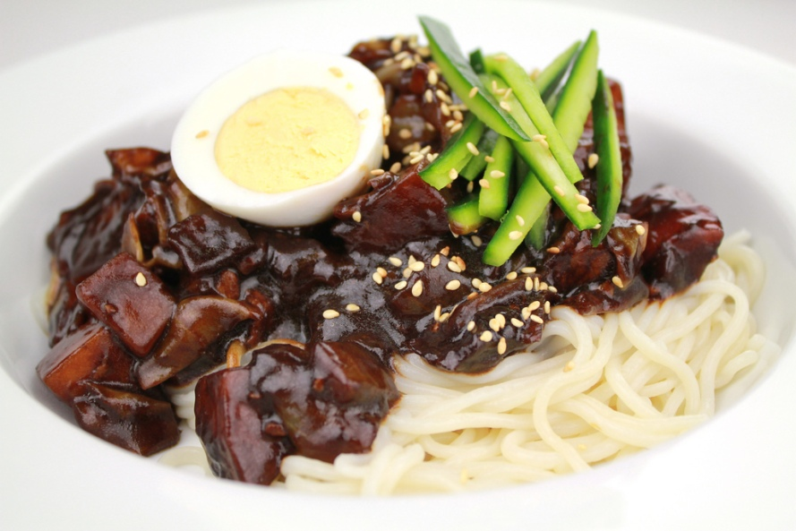 Jajangmyeon_by_KFoodaddict.jpg