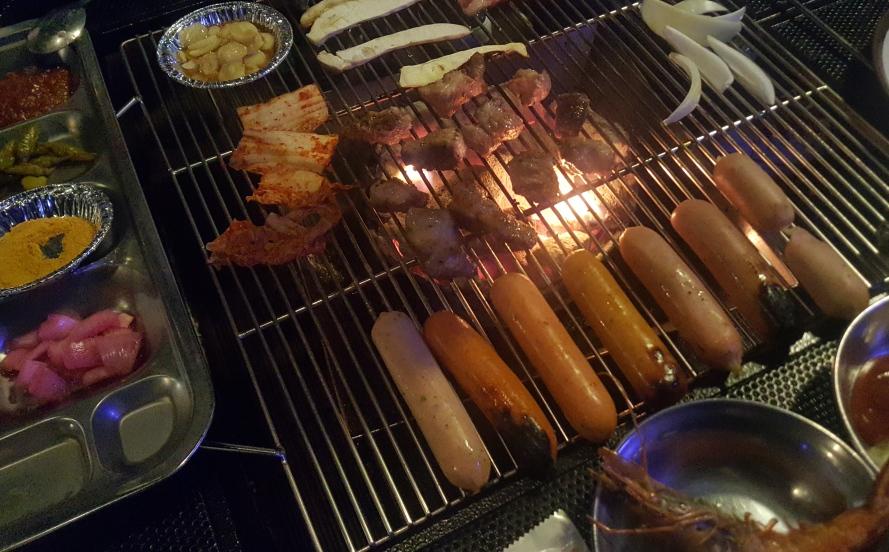 홍대 베이스캠프 (Base Camp Hongdae)